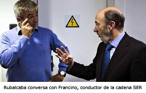 Rubalcaba conversa con Carlos Francino, conductor del programa,